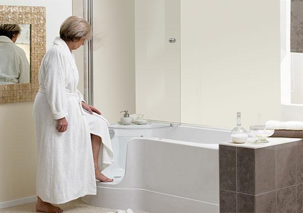 remplacer-baignoire-par-baignoire-a-porte-senior