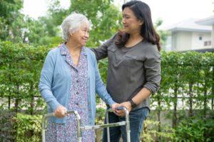 rôle d'un proche aidant ou aidant familial