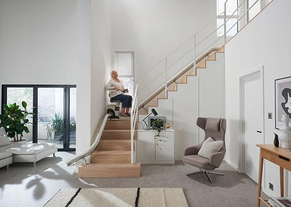 monte-escalier-senior